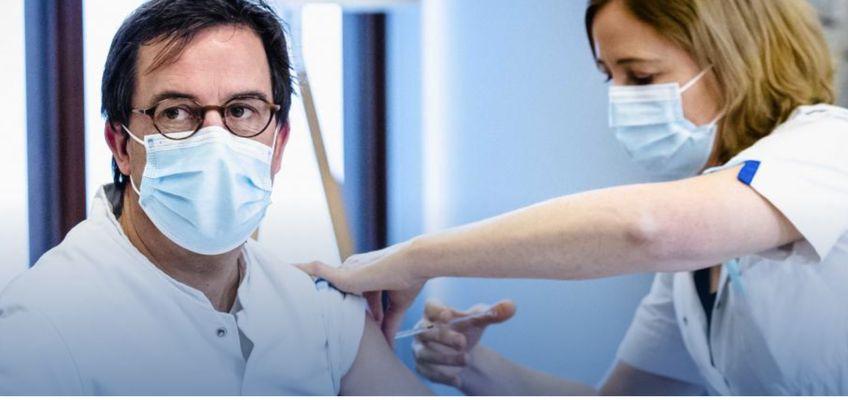 Diederik Gommers: 'Aanhoudende hoofdpijn na vaccinatie? Bel je specialist'